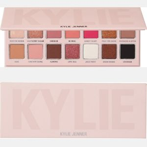 ⭐❄KYLIE COSMETICS HOLIDAY EYESHADOW PALETTE NEW❄⭐